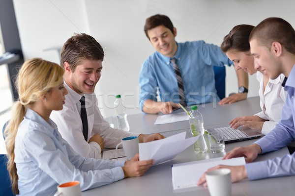 Foto stock: business people in a meeting at office